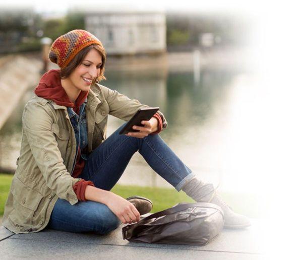 kindle-woman-reading